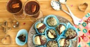 Combo pudding de chia et bananes au chocolat noir.