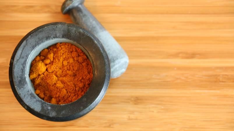 LEs bienfaits du curcuma - photo de la poudre orangée.