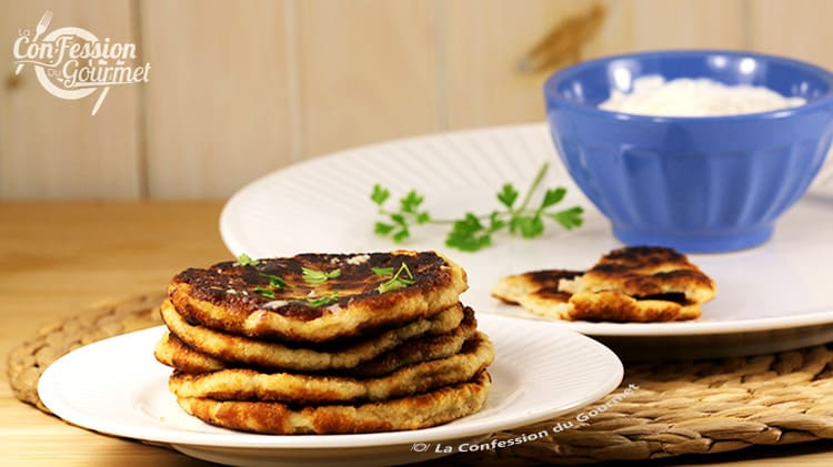 Assiette contenant du pain Naan pour régime sans glucide