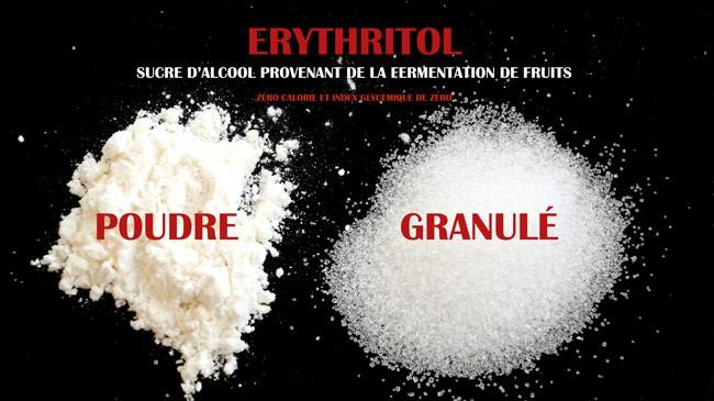 Photo démontrant la texture de l'erythritol en poudre et en granule.