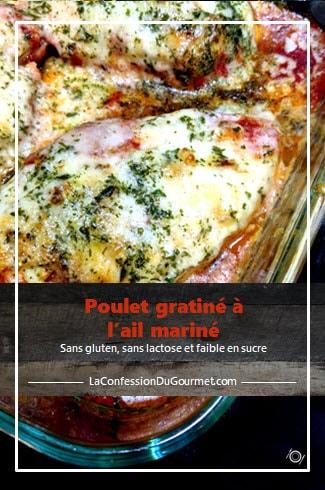 Une des recettes avec du poulet : une version gratinée en sauce tomates dans un plat de verre pour le four