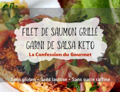 Filet de saumon grillé garni de salsa keto