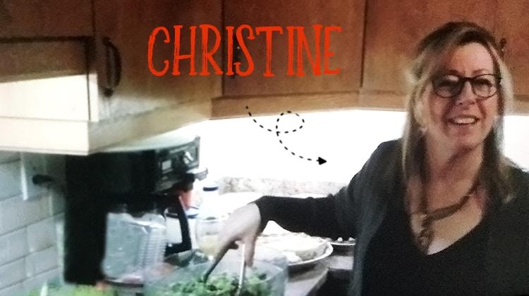 Christine Dumais, auteur du gâteau au citron sans gluten dans sa cuisine