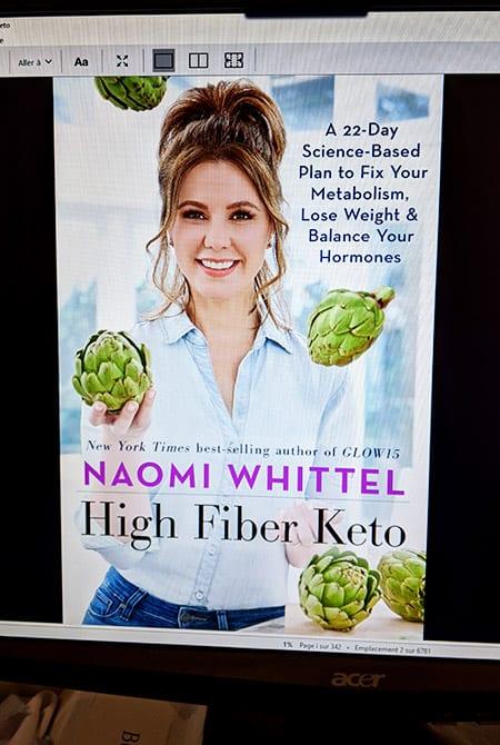 Couverture du livre Kindle de Naomi Whittel jonglant avec des artichauts lien vers amazon canada