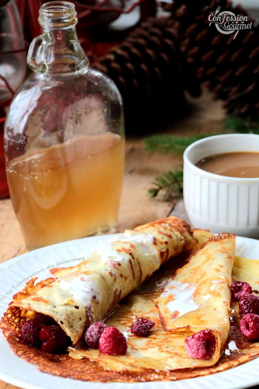 crêpes au lait d'amandes et framboises avec café et sirop d'érable sans sucre maison